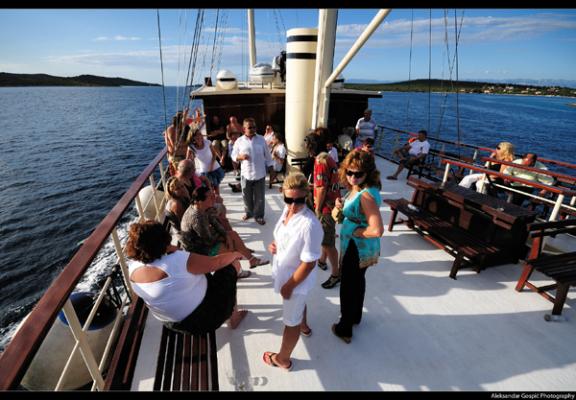 Split boat excursion