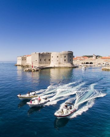 Speedboat excursions and transfers
